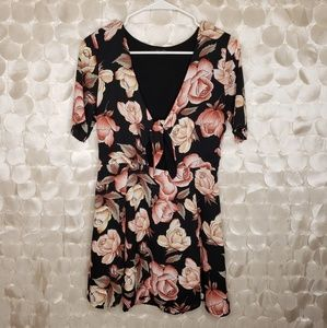Honey Punch Rose Floral Tie front flutter dress M